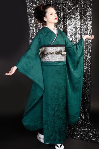 深緑一色の衣装画像1