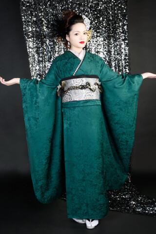 深緑一色の衣装画像2