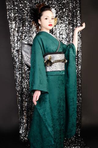 深緑一色の衣装画像3