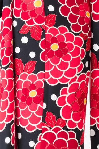 【14-246】黒・赤モダン牡丹総柄の衣装画像3