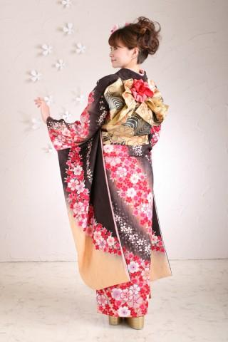 黒地桜柄振袖の衣装画像2