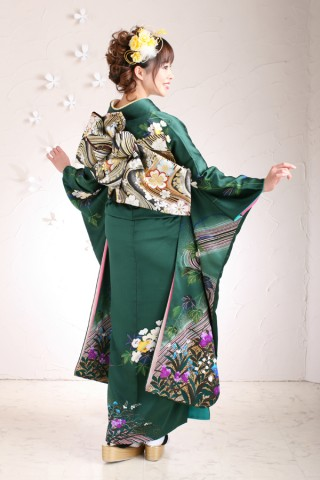 花柄緑振袖の衣装画像2