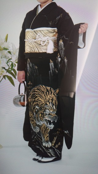 黒地  虎の衣装画像2