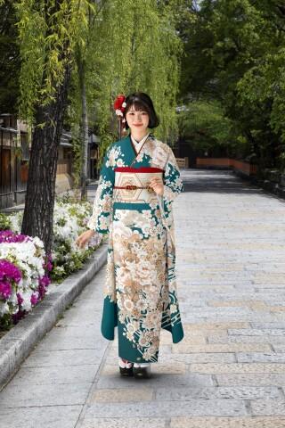 金彩友禅振袖【白地、エメラルド色、濃茶色】の衣装画像2