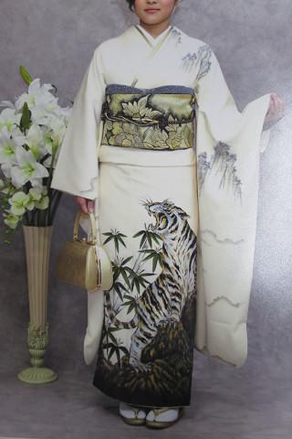 白地虎柄 振袖の衣装画像3