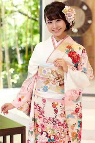 桜色に牡丹や貝桶文様の振袖【MK-705】の衣装画像2