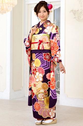 紫地に大柄亀甲とねじり梅柄振袖 【MKK-2908】の衣装画像2