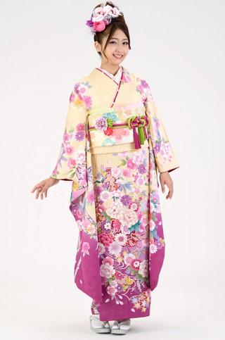 クリーム地に濃い目ピンクぼかしのスウィート花柄振袖【MK-109】の衣装画像1