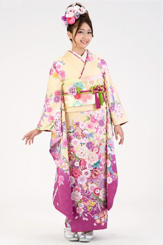 クリーム地に濃い目ピンクぼかしのスウィート花柄振袖【MK-109】の衣装画像2