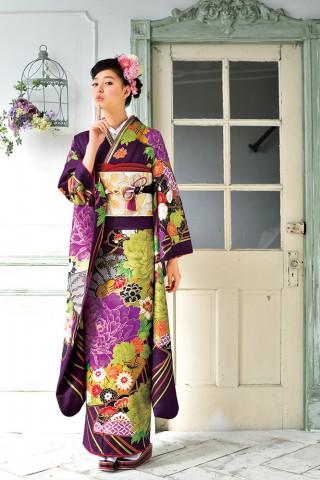 大正ロマン風のレトロかわいい紫の振袖