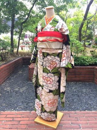 【岡重】片身変わり 牡丹 松葉の衣装画像1