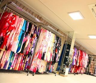 染織館 吉野川店 振袖館小町の店舗画像3