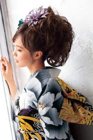 友禅で染め描かれた牡丹が放つ個性の衣装画像2