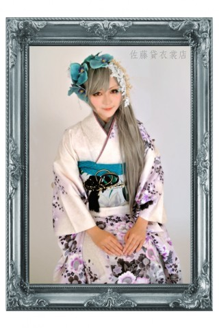 白 黒 花柄振袖の衣装画像1