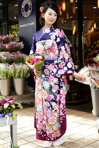 まるやま・京彩グループオリジナル振袖 紺紫地にカラフルな花尽くし振袖