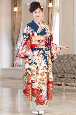 まるやま・京彩グループオリジナル新作振袖 深緑地に豪華絢爛な古典和華柄振袖の衣装画像1