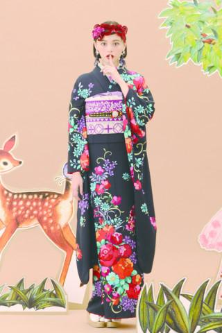 玉城ティナ 花刺繍