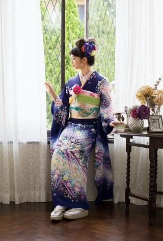 小松菜奈着用 新作振袖の衣装画像2