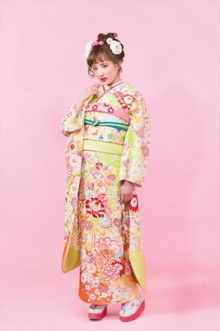 黄色地 牡丹菊桜 古典柄振袖