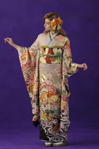 No.37907 「ひいな」白つるばみの綸子地、大きい松葉の刺繡枠