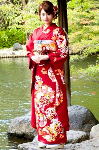 紅色が気品あふれる花丸文柄振袖【MKK-28018】の衣装画像1