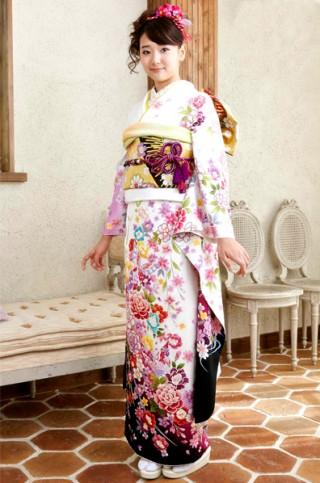 白地に蝶と豪華花柄のドレッシー振袖【MKK-030】の衣装画像2