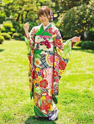 白石麻衣モデル振袖の衣装画像2
