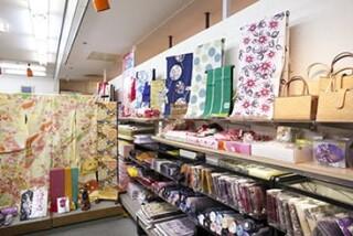 きものの老舗 神戸屋サンロード店の店舗画像3