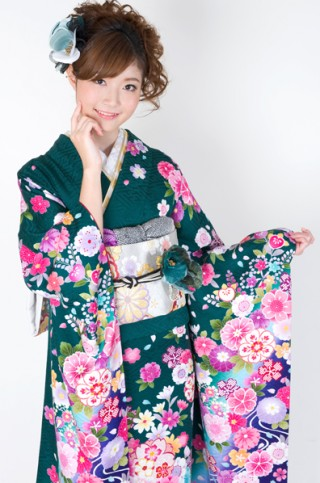 緑地にカラフルカラーの艶やか花柄振袖【MKK-027】の衣装画像2