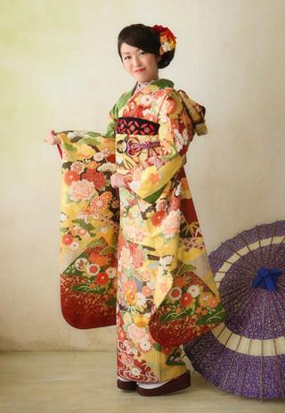 【YUMI KATSURA PARIS】特別な日にふさわしい艶やかで絢爛豪華な古典柄はエキゾチックな装い
