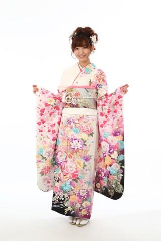 白地牡丹に蝶(レンタル料金120,000円)