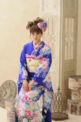ブルー地に花模様の衣装画像2