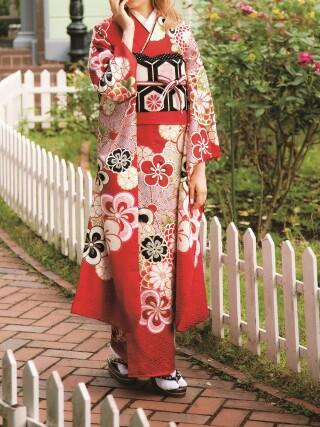 トリンドル玲奈♡新古典柄のお花がいっぱいな朱色振袖
