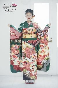今田美桜ちゃんが着るオンディーヌオリジナル振袖。牡丹桜に袖疋田