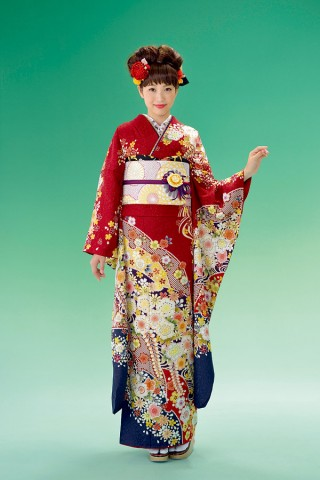 シックな赤に辻ヶ花文様、裾とのコントラストがよりトラッドな雰囲気に【Shine 109】
