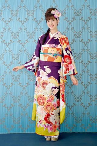 紫地に大きな花と鶴の模様が華やかな印象のモードなお振袖【Shine 101】