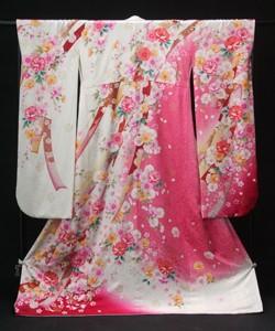 桂由美デザイン 豪華バラ柄振袖の衣装画像2