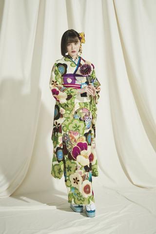 玉城ティナの衣装画像2