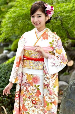 白地に桜と雪輪柄振袖 【MKK-2903】