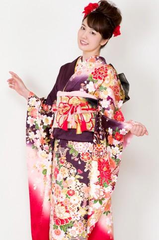 彩り豊かな染めに豪華な花柄振袖 【MKK-28010】の衣装画像2