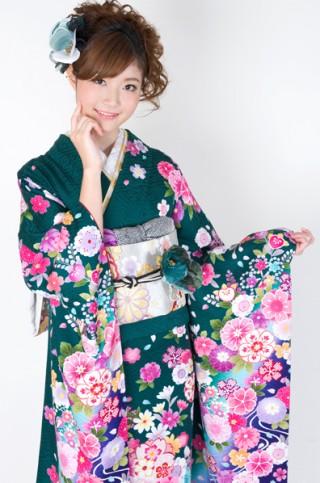 緑地にカラフルカラーの艶やか花柄振袖 【No.MKK-027】の衣装画像2
