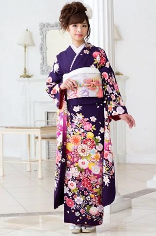 濃紫がシック&クールな花柄振袖 【MKK-28001】の衣装画像1