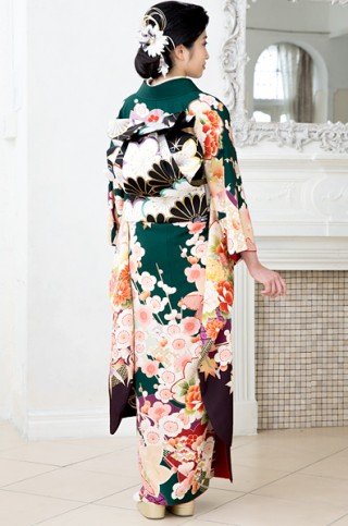 深緑地に桜と牡丹のレトロ柄振袖 【MKK-2907】の衣装画像2