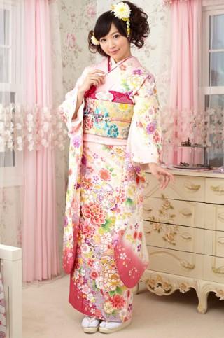 ピンクとクリーム地に雪輪花柄振袖 【MKK-2910】の衣装画像1