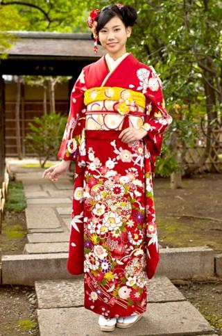 赤地に愛らしい桜と毬柄振袖 【MKK-2905】の衣装画像1