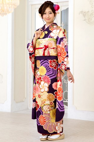 紫地に大柄亀甲とねじり梅柄振袖 【MKK-2908】の衣装画像1
