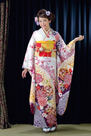 白地に沢山の桜を散りばめ、かわいらしさアップ!【Shine 103】