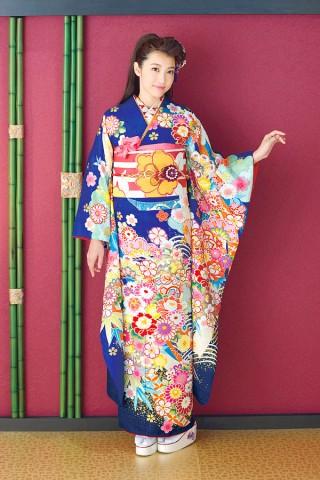 二十歳らしさを引き出す色とりどりの花模様【Shine 107】の衣装画像1
