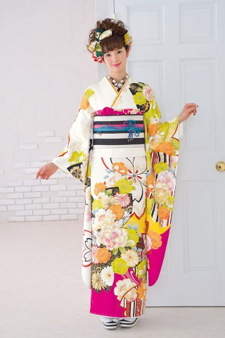大胆な色遣いで人とかぶらない個性的なレトロポップ振袖【Shine 115】の衣装画像1