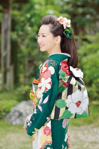 人気のグリーン系の振袖は柄で人を差を付けて【Karen-2804】の衣装画像2